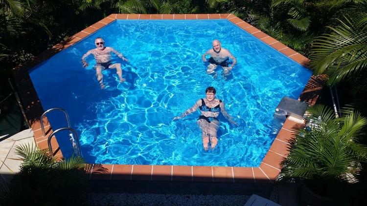 Modernes, Gepflegtes Ferienhaus In Massiver Bauweise Mit Zwei  Ferienwohnungen Und Pool