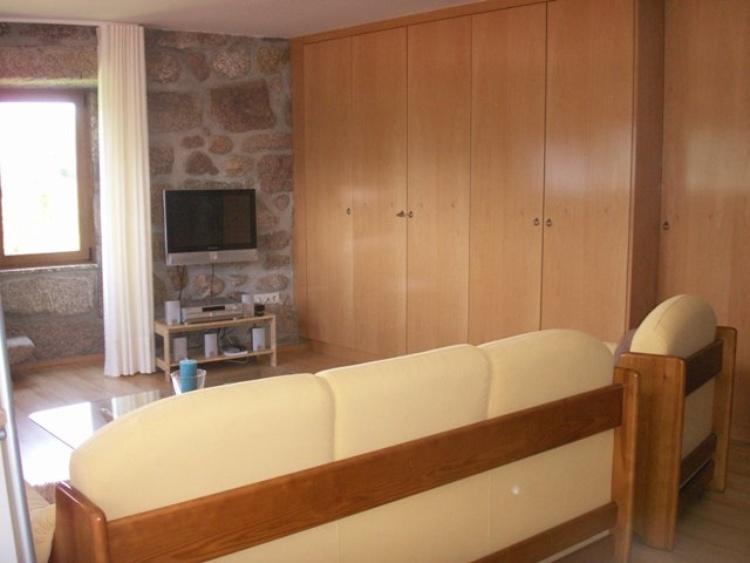 Ferienhaus Für 2 4 Pers. Mit 2 Schlafzimmer, 3 Badezimmer, Küche, Esszimmer,  Wohnzimmer. Schöne Aussicht Auf Die Berge, Land Und Fluss.