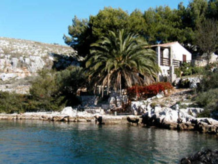 ferienhaus sali dugi otok dalmatien ferienhaus lavdara. Black Bedroom Furniture Sets. Home Design Ideas