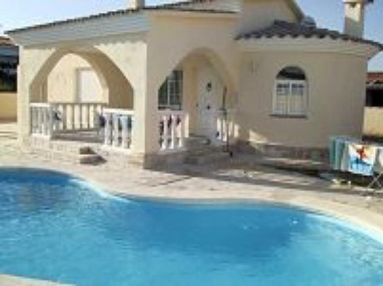ferienhaus vinaros costa del azahar ferienhaus in spanien vinaros mit pool 100 meter vom. Black Bedroom Furniture Sets. Home Design Ideas