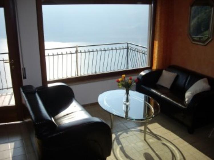 ferienwohnung limone gardasee ferienhaus mit einzigartigem panoramaseeblick ferienwohnung. Black Bedroom Furniture Sets. Home Design Ideas