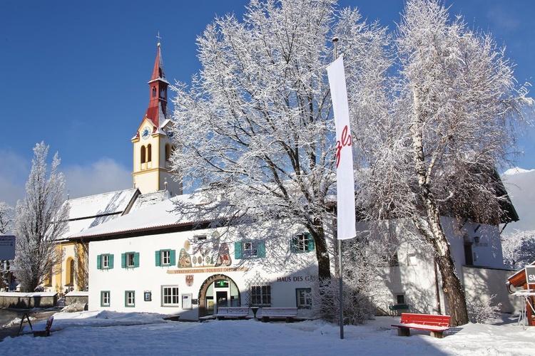 Kirche und Haus des Gastes in Igls