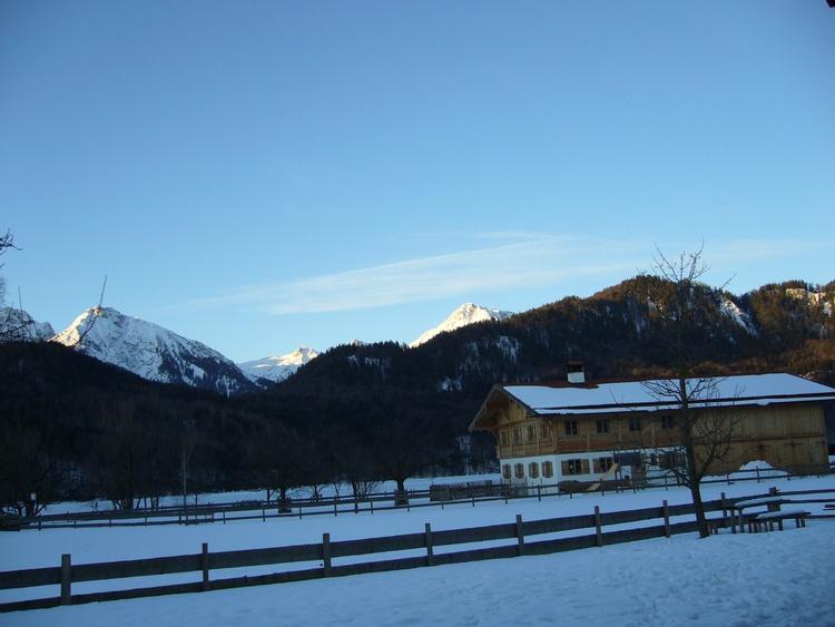 Aussicht von der Terrasse in die Berge