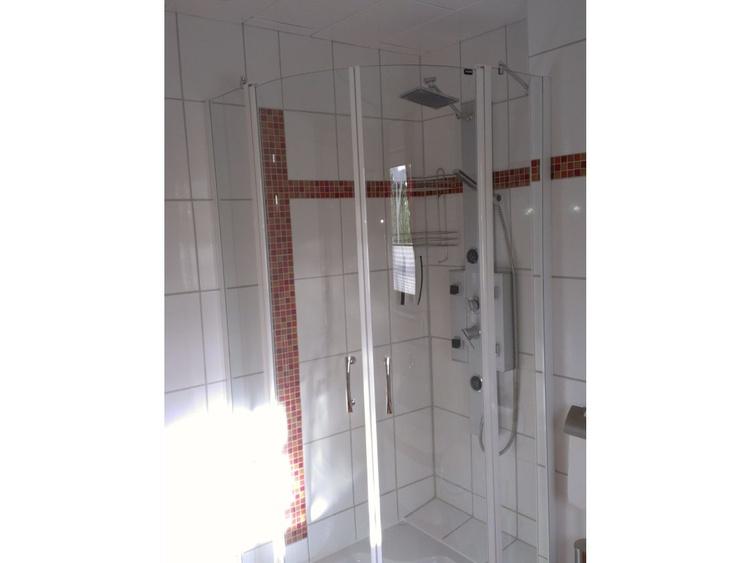 Dusche unten mit Wanne