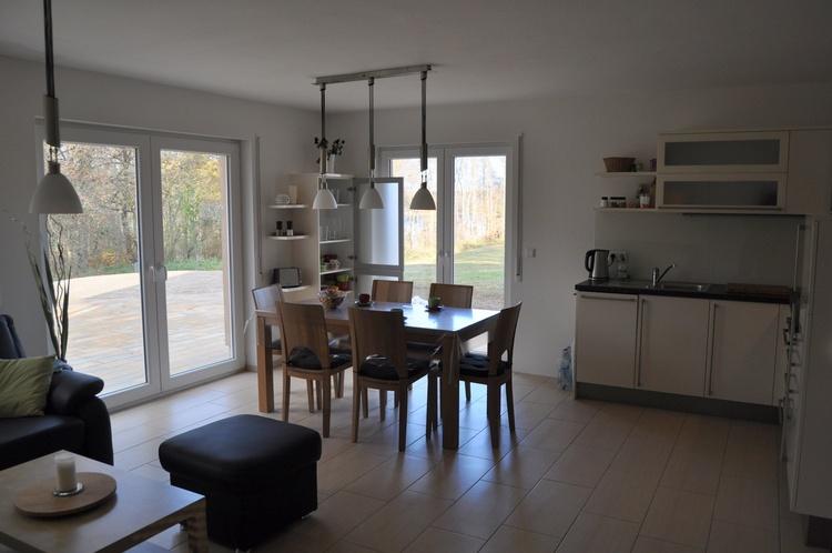 Essbereich für 6 Personen und Einbauküche