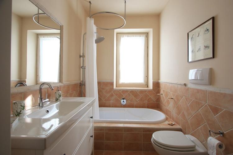 Bathroom with bathtub und shower