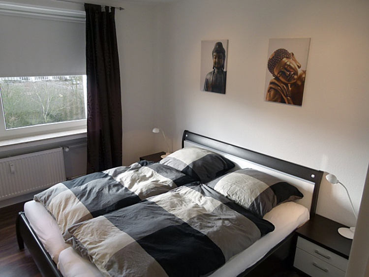 Schlafzimmer mit Doppelbett und 7-Zonen Komfort-Matratzen in der strandnahen TRAUMWOHNUNG NO. 1