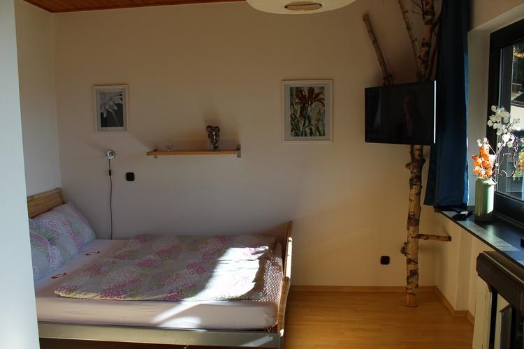 Französiches Bett mit Sat-TV