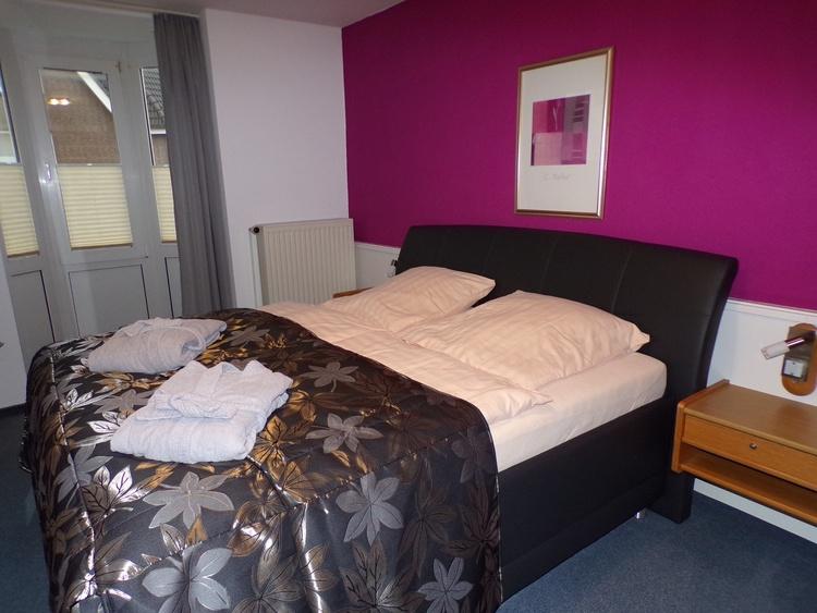 Komfortbett mit 70 cm Liegehöhe