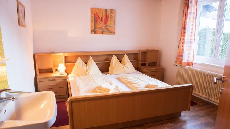 Double bed room in the ground floor