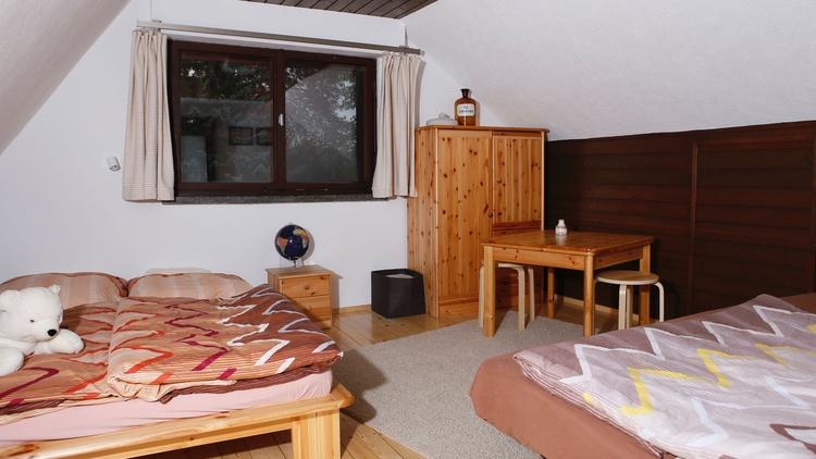 Großer Schlafraum für 4 Personen, Doppelbett 2,00m x 1,80m, Klappbett 2,00m x 1,40m