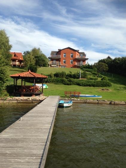 Blick vom Bootssteg auf das Haus