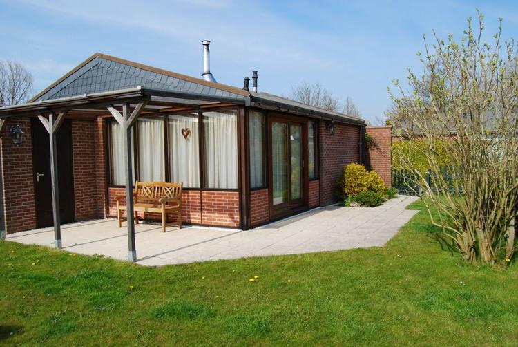 Die Grundstücke sind von den Eigentümer individuell gestaltet. Terrassen und Rasen sind vorhanden.