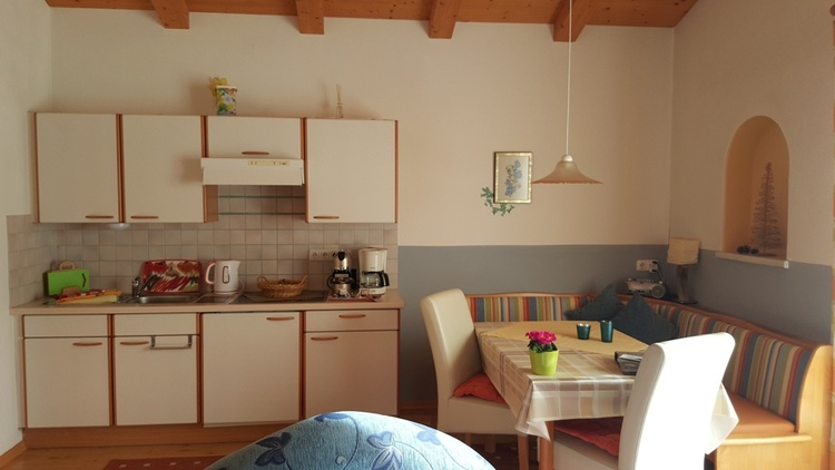 gut eingerichtete Küche, Toaster, kl. Backofen, Spülmaschine, Bosch-Kapselmaschine, +Kaffeefilter...