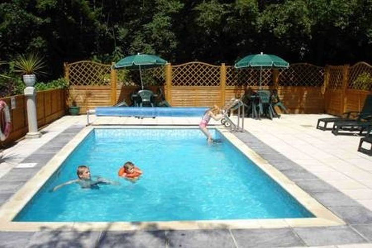 Outdoor heated pool (seasonal)