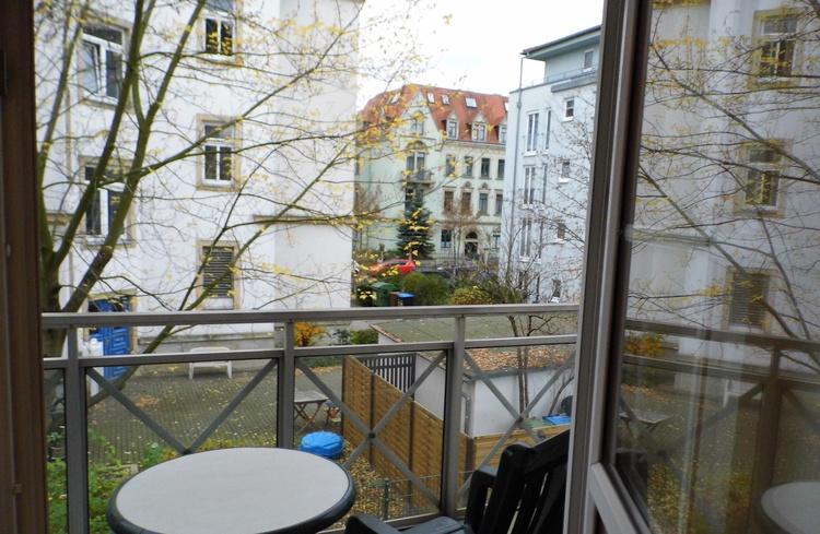 Blick vom Balkon in die Gärten