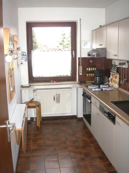 Küche unten mit Geschirrspüler