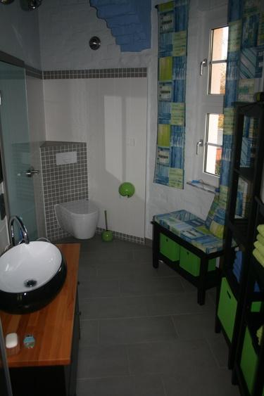 Badbereich mit Dusche/WC