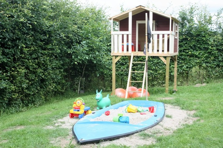 Spielhaus mit Sandboot
