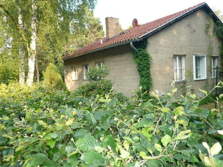 """Das Ferienhaus """"Berlin-Cottage"""" von der Strasse aus gesehen"""