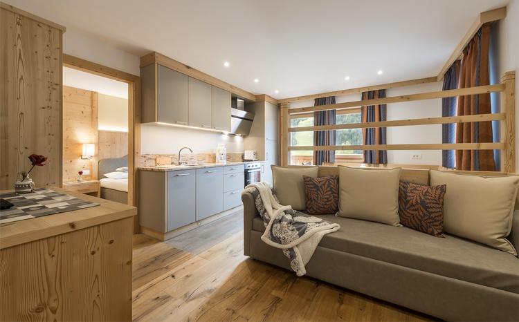 Küche mit Wohnbereich Ferienwohnung Piz de Plaies