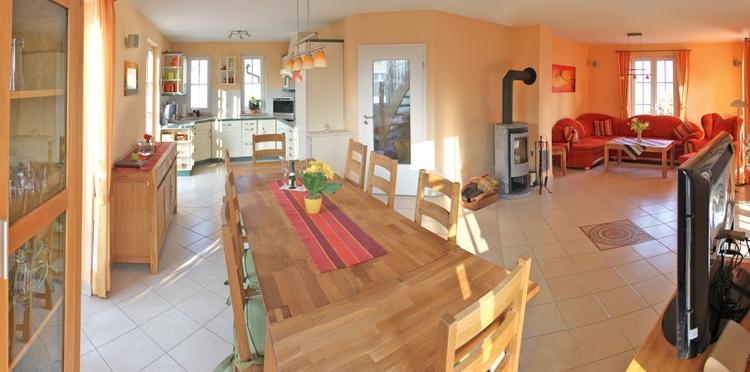 Blick in die Küche von der Essecke