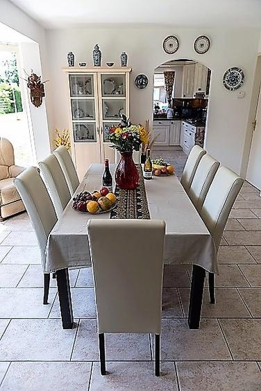 Essbereich mit 8 neue Stühlen