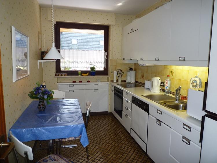 Küche mit 4sitziger Essgruppe