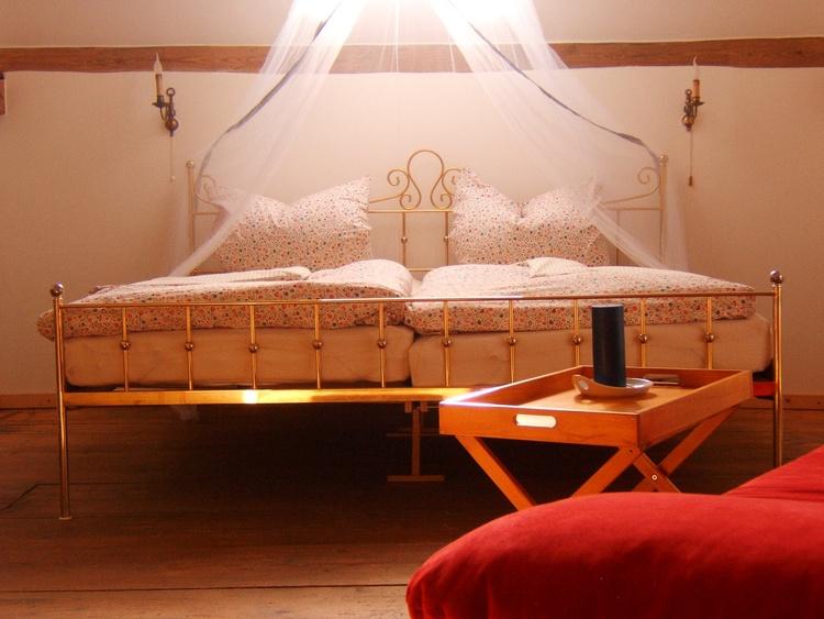 Comfort room kingsize bed