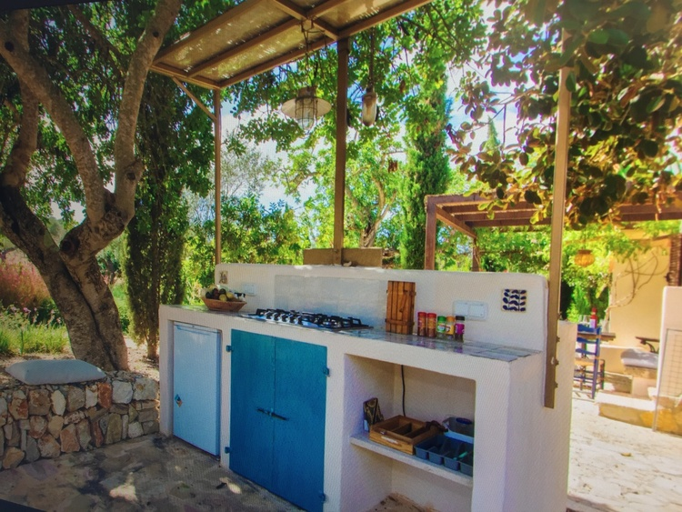Additional Outdoor Kitchen & Barbeque Grill