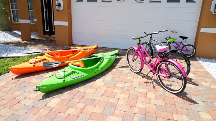 Kayaks & Fahrraeder