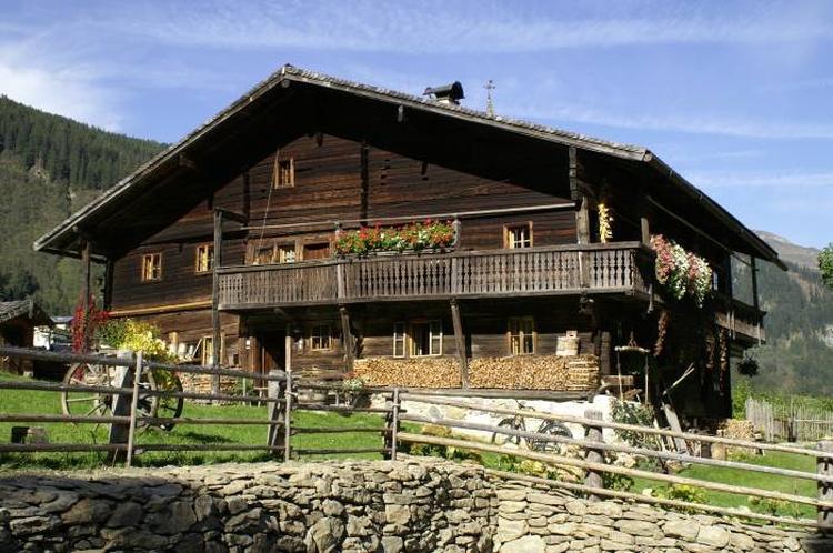 Hütte von DAMALS, 7 Schlafzimmer für 15 Pers.