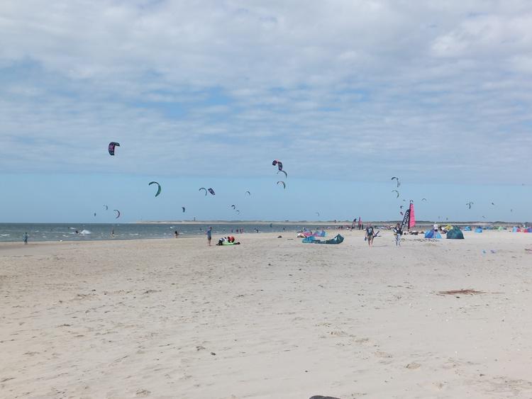 breiter Strand am Brouwersdam für viele Strandaktivitätenn