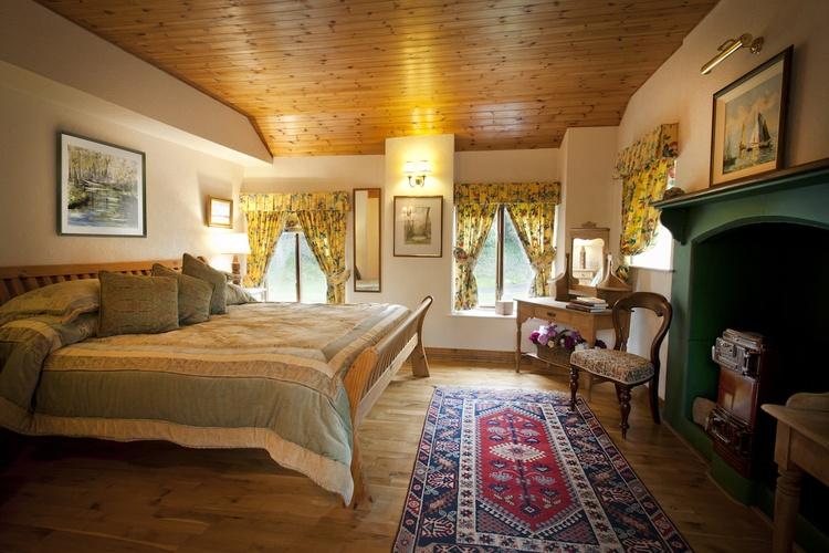 Thatcher's Rest Cottage, master bedroom.