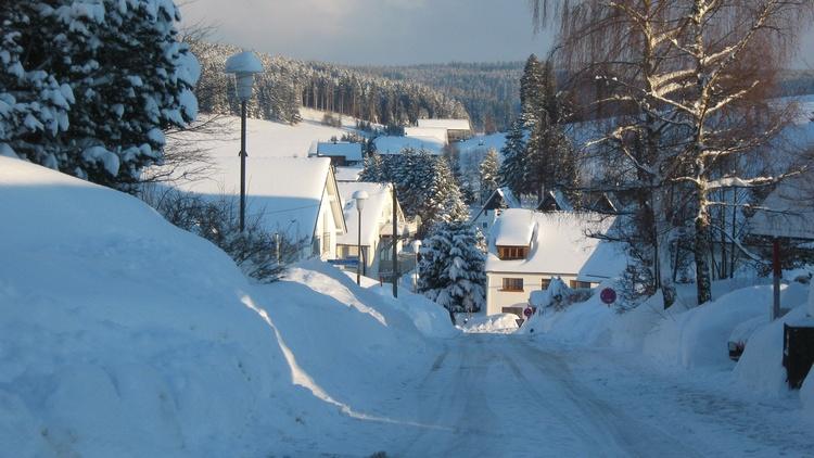 Straße von der Schwarzwaldstraße in den Ort