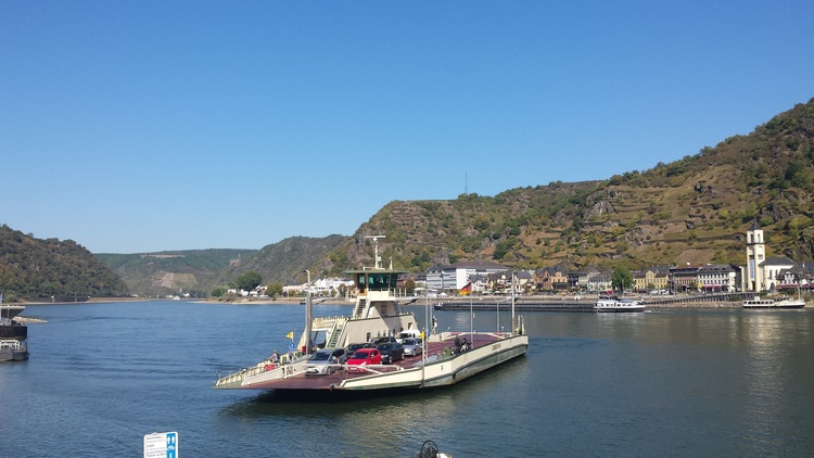 The ferry-boat to St.Goarshausen (Loreley)