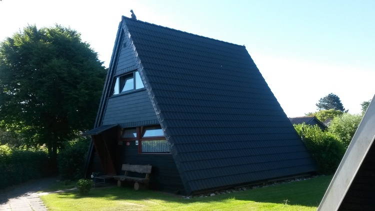 Zeltdachhaus Vorderansicht