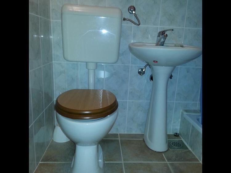 WC und Duschen in den Zimmern