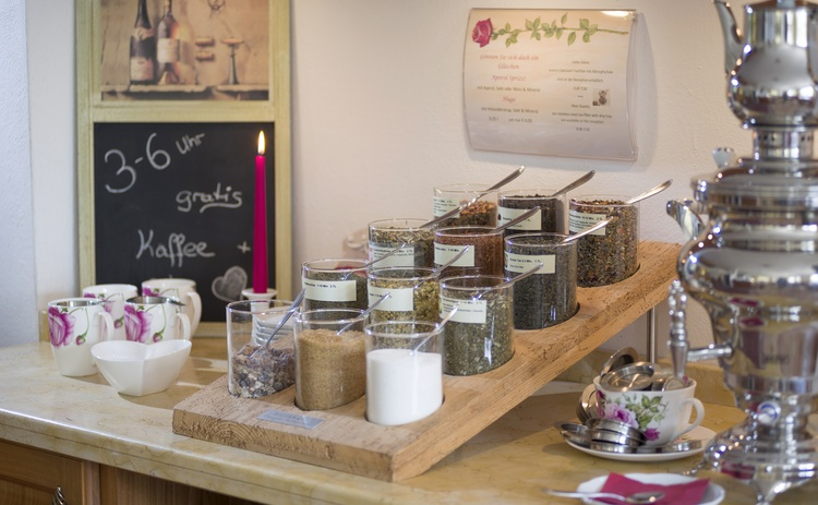 """Every afternoon FREE coffee and tea bar with """"sweet"""""""