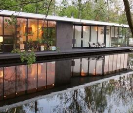 houseboat Giethoorn