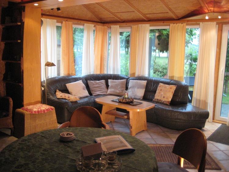 gemütliche Sitzecke Terrassenseite