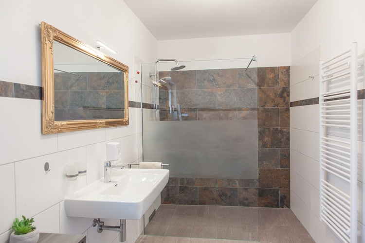 large Bathroom with rainshower