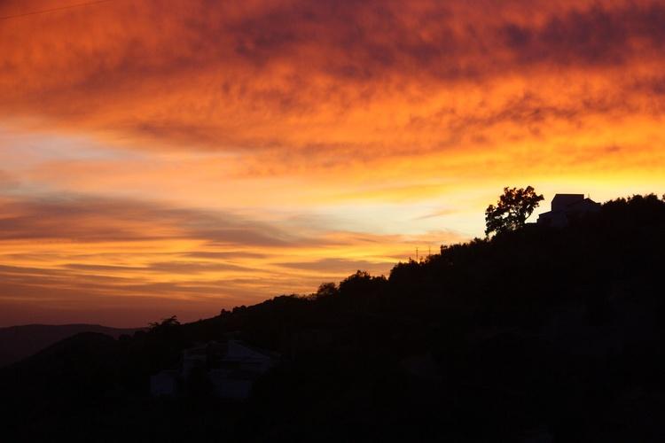casa con guino sunset
