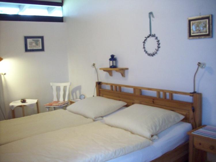 Schlafzimmer mit bequemen Betten