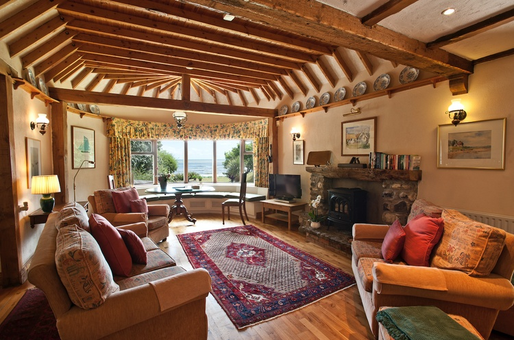 Thatcher's Rest Cottage, open plan living room with stunning sea views.