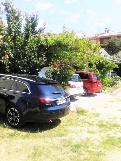 parkplatze beim haus