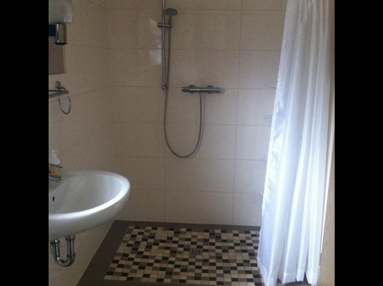 Bad mit ebener Dusche