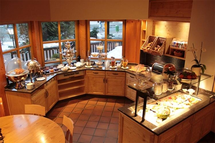 Frühstücksbüffet im Grimbart's (5-10 Min. Gehweg) für unsere Hausgäste.