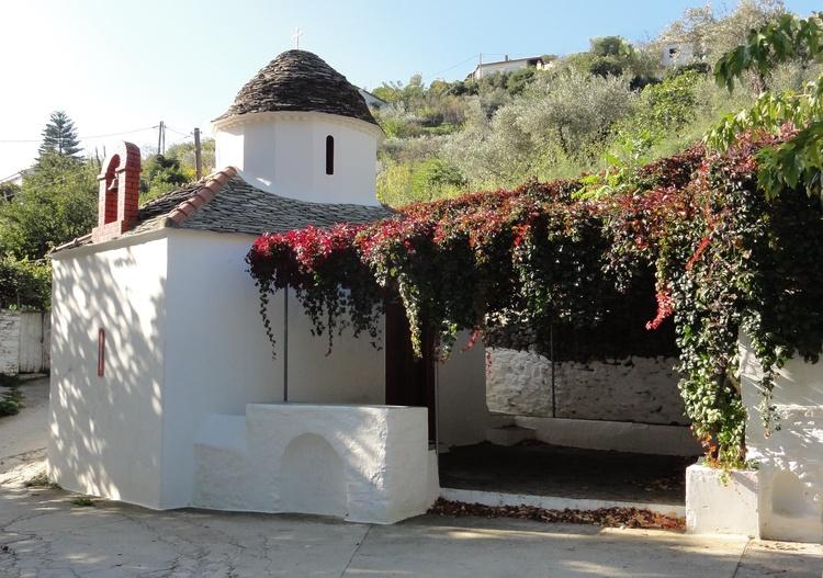 die kleine Kapelle auf dem Weg zur Villa Kamares