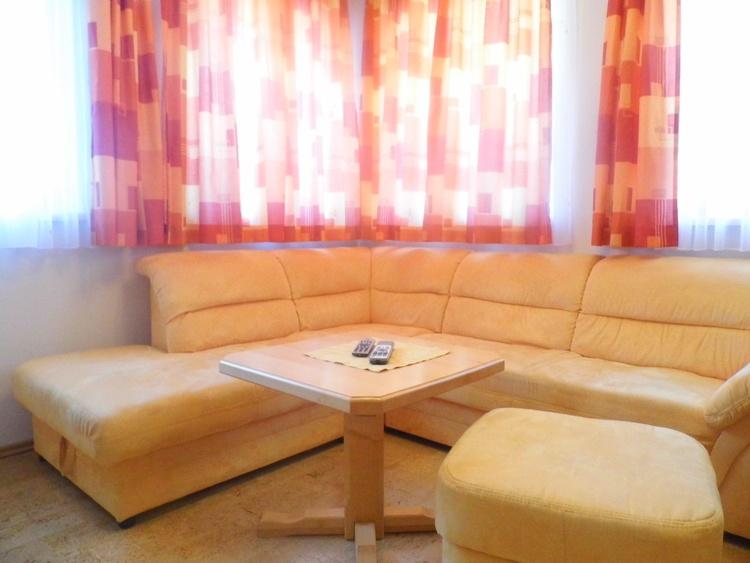 Ausziehbare Couch im Wohnbereich